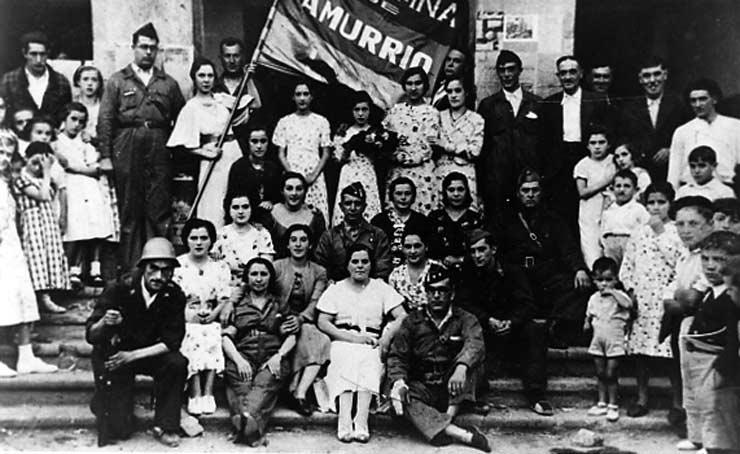 POL 0001 Agrupación republicana de Amurrio delante del ayuntamiento.jpg
