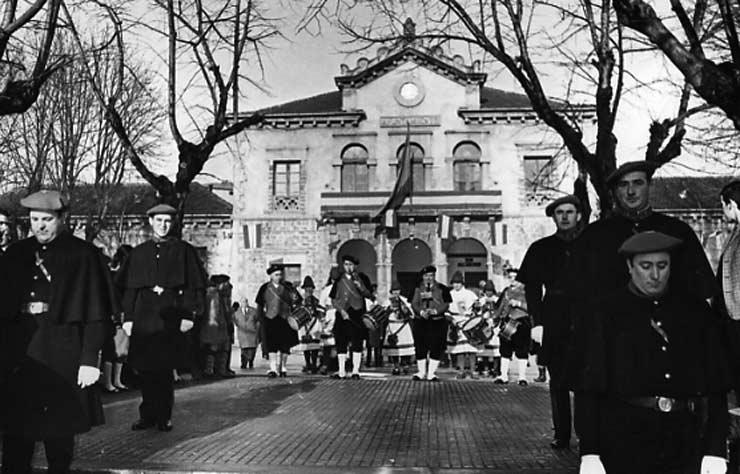 POL 0029 Desfile de autoridades.jpg