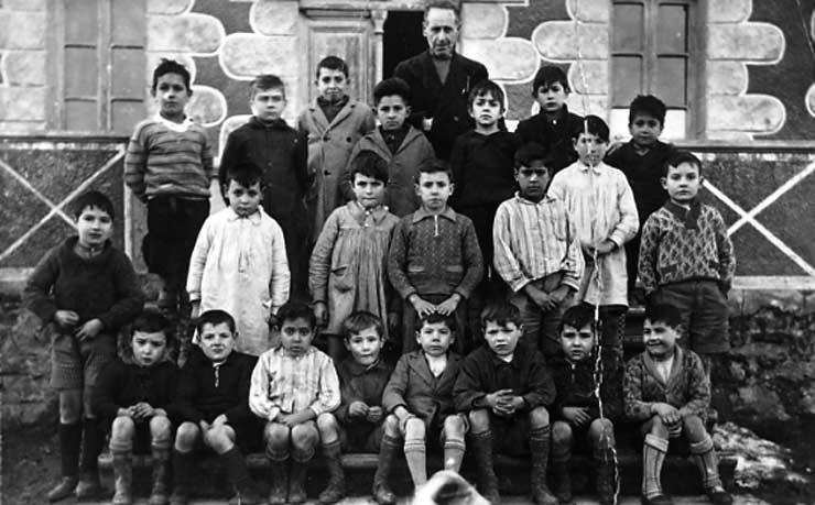 ESC 0030 Escuela de niños de....puede ser de Luyando, Saratxo, etc.jpg