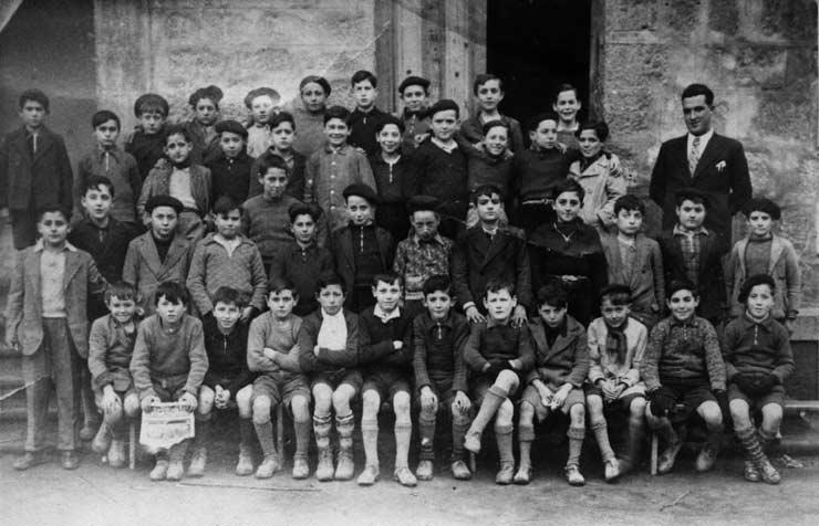 ESC 0029 Adolfo Carboneras y alumnos.jpg