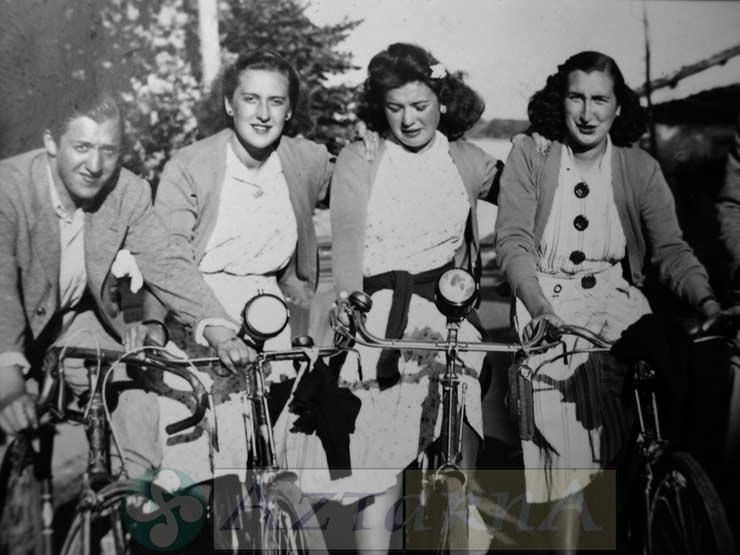 DEP 0219 Chicas en bicicleta.jpg