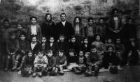 ESC 0003 Escuela de Larrimbe maestro Julio Toquero.jpg