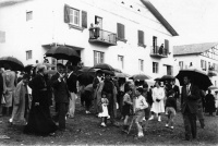 POL 0041 Inaguración de las casas de Larrabe II.jpg