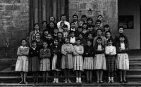 ESC 0054 Maria Ibarrondo y alumnas.jpg