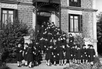 ESC 0077 Alumnas del colegio Virgen Niña.jpg