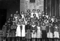 ESC 0093 Maria Ibarrondo y alumnas.jpg