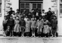 ESC 0112 Escolares en Matias Landaburu.jpg