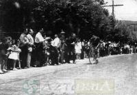 DEP 0257 Jose Mª Escubi entrando en meta (1961).jpg