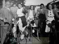 DEP 0210 Chicas en bicicletas.jpg