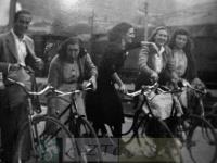DEP 0199 Las chicas de las bicis.jpg
