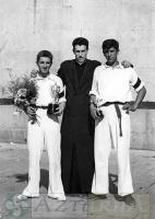 DEP 0139 EXP 433  Félix Murga con pelotaris (1957).jpg